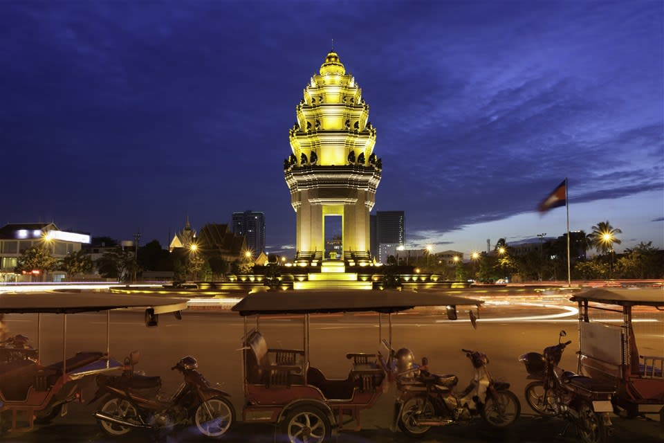 Phnom Penh Night Life by Remork