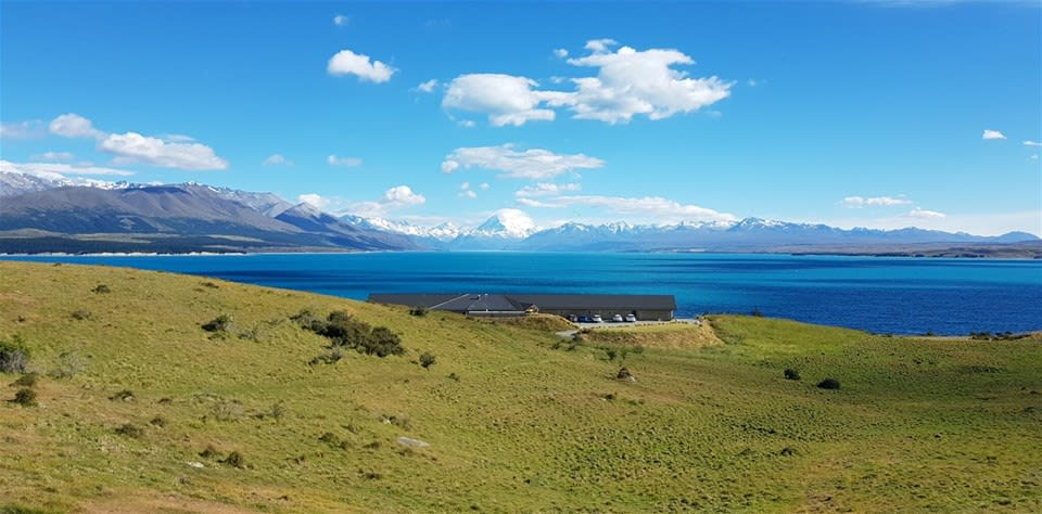 Set in the rugged hills with sensational vistas of the turquoise waters & Mount Cook lies Lakestone Lodge