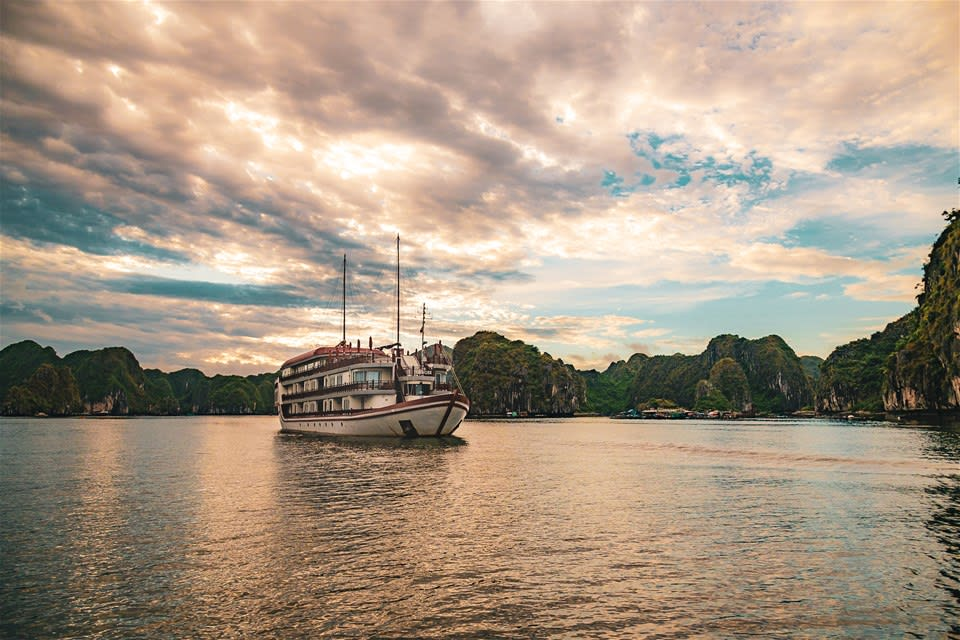 1 Night Halong Bay Cruise