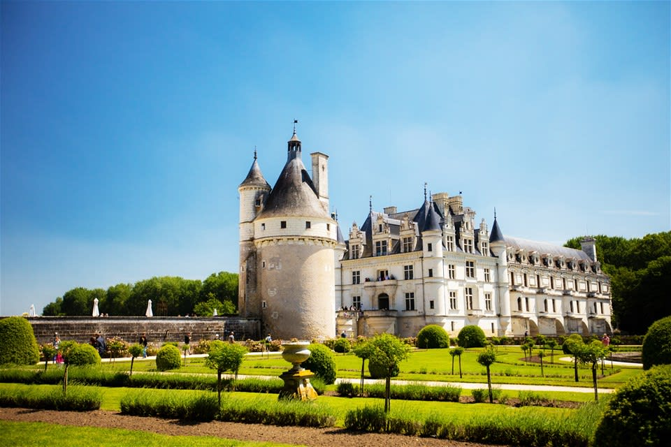 Cities & Chateaux of the Loire Valley - by Ferry