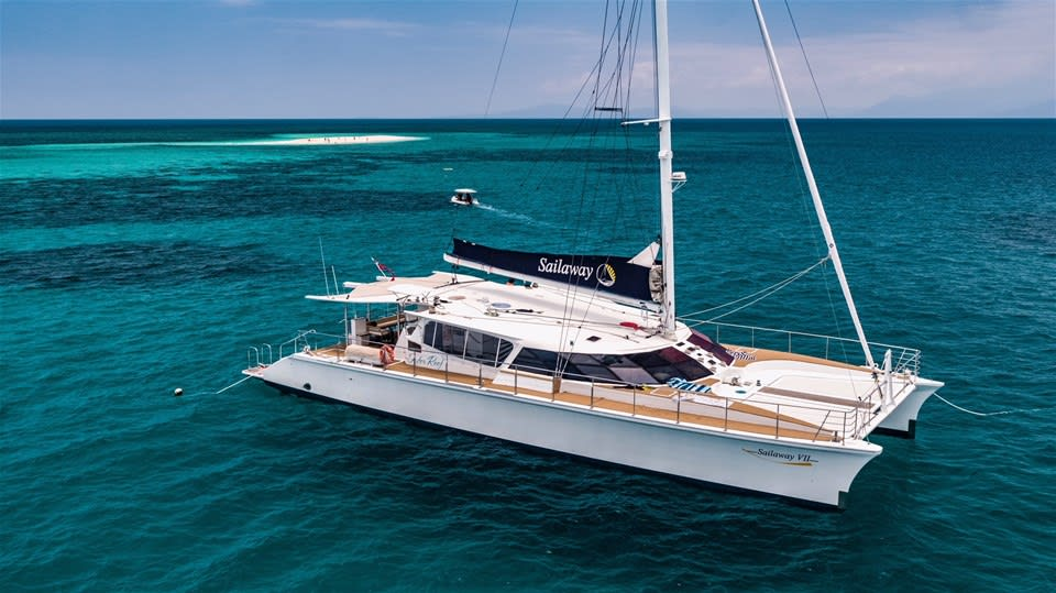 Luxury Outer Barrier Reef Sail & Snorkel